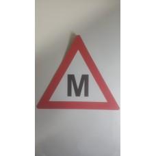 """Automobilinis lipdukas """"M"""" MAGNETINIS"""